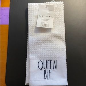 Rae Dunn Queen Bee Kitchen Towels 2pk